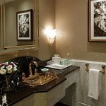 Royal Griffin Suite Bathroom