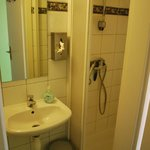 Triple room: En suite bathroom