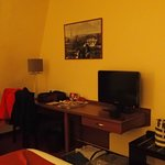  Room - TV and desk