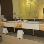 Bathroom and excelent amenities