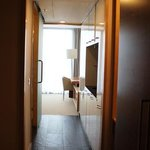 Executive Studio - hallway past to kitchenette and bathroom to living room