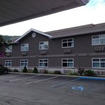 Best Western Sicamous Inn front of one building