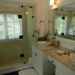 luxury cottage bathroom