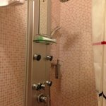 cool overhead shower which didn't function very well esp with the curtains like that -.-'