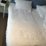 Bed - 2 sheets of linen very uncomfortable!!