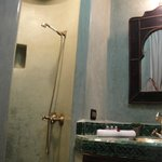 Karen Blixen Room, shower area