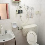 Ensuite with hot water