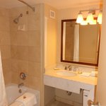 Room 2326 - spacious bathroom
