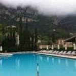 La Residencia - pool and mountains