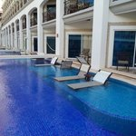 swim-up suites