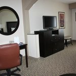 Beaufort Holiday Inn desk and TV