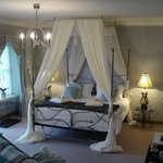 Four poster bed - king size