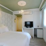Room 513 ZhongXiao Fuxing MRT