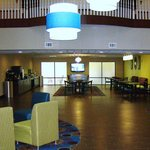 Lobby & Breakfast Area