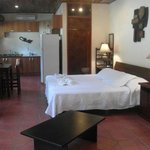 El Gekko, 600 sq/ft Studio with King bed, Kitchen, A/C, Internet, Cable TV