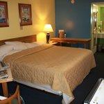 Photo de Days Inn & Suites Davenport