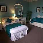 One of the Queens Hotel, Girvan twin rooms