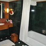 the big bathroom, with tub