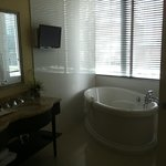 bathtub - toulouse suite