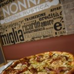 Pizza: Speck /Pear / Gorgonzola / Speck / walnuts pesto / no tomato sauce