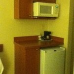 kitchenette in queen suite- days inn and suites collingwood- room 418- may2013