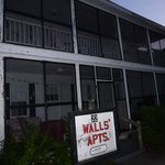 Walls Apartmentsの写真