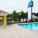 Anderson, SC Hotel with a refreshing swimming pool