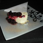 Baked cheesecake with berry sauce