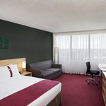 Holiday Inn Melbourne Airport Queen Bed Guest Room