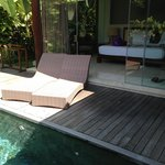 Club pool villa - pool/bed/seats