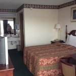 Red Carpet Inn Berea KY King bed