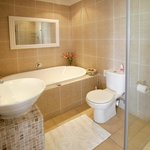 Bath & Shower En Suite