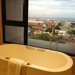 sea view with bathtub in front of room