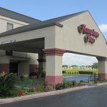 Hampton Inn Baytown Front Entrance