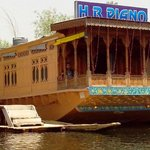 House boat Piano