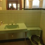 Green bathroom--like it was in a time capsule!