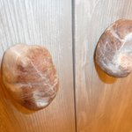 Doorknobs made from rocks on the bathroom cupboard....cool!