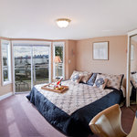 Front room overlooking Vancouver Harbour / Alaska Cruiseship , balcony with fresh Ocean breeze.