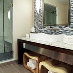 King Suite – Bathroom