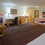 Americ Inn Pequot Lakes Fireplace Whirlpool Suite