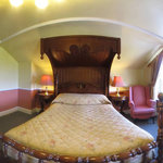360 degrees Four poster bedroom