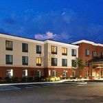 The Holiday Inn Express and Suites Bethlehem Airport