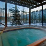 Outdoor Whirlpool with Mountain View