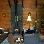 THE LOG CABIN LOUNGE