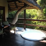 Little bush lodge balcony w/spa