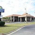 Days Inn & Suites Warner Robins