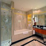Moser Presidential Suite Bathroom