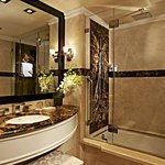 Concierge King Guest Bathroom