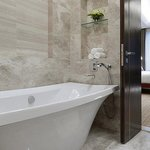 Tang Un Tien Suite – Bathroom