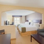 Luxorious Junior Suite wiht flat screen TV and two queen beds